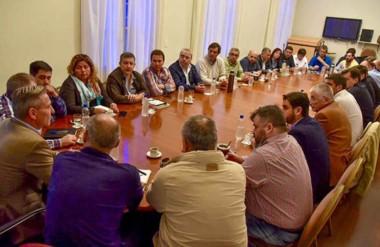 """""""Este es un Gobierno que es una continuación del proyecto del exgobernador"""", le dijo Arcioni al Gabinete."""