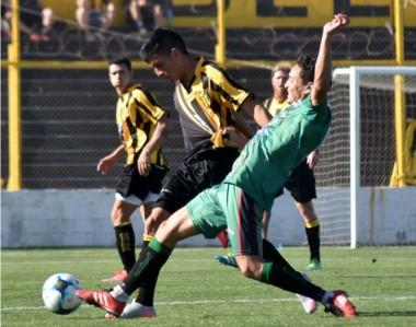 Deportivo Madryn no logra levantar. Fue goleado por Rivadavia y ayer por Ferro de General Pico, nuevo líder.