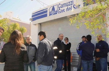Serios. Los trabajadores de Camuzzi en el Golfo también protestaron por su convenio colectivo de trabajo.