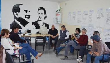 Mesa de debate. Una postal de la reunión de anteanoche en Esquel.