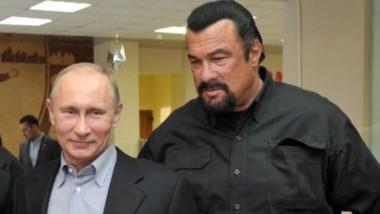 La estrella del cine de acción junto al presidente Putin; Seagal es ciudadano ruso.