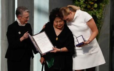 La secretaria general de la Campaña Internacional por la Abolición de las Armas Nucleares (ICAN), Beatrice Fihn, recibió hoy en Oslo el Premio Nobel de la Paz 2017, junto a una sobreviviente de la bom