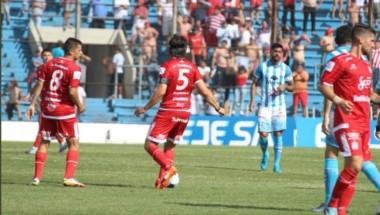 San Martín mostró un juego opaco y apenas empató con Gimnasia en el 23 de Agosto.