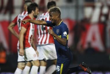 Wilmar Barrios le dio el triunfo al xeneize. Boca cierra el año como único líder con 30 puntos.