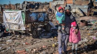 Los datos exponen, de ese modo, que 13,5 millones ciudadanos argentinos son pobres, mientras que 2,5 millones son indigentes.
