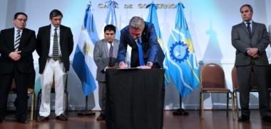 Paquete de medidas. En un colmado Salón de los Constituyentes, el mandatario explicó el horizonte que desea consensuar para Chubut.