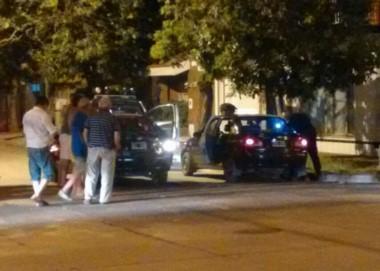 Un taxista de unos 30 años fue asesinado a balazos por dos delincuentes al bajar del vehículo a cobrarles el viaje.