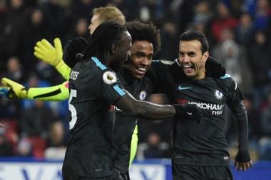 Chelsea derrotó como visitante a Huddersfield y es escolta en la Premier.