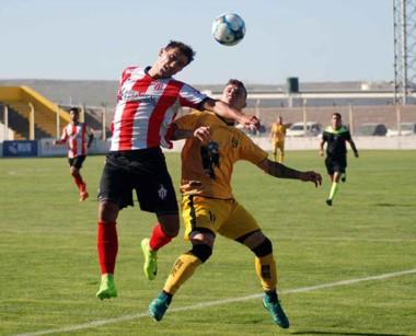 Deportivo Madryn empató el domingo con Rivadavia de Lincoln por 1 a 1. Una invasión de hinchas terminó el partido a los 45' del segundo tiempo.