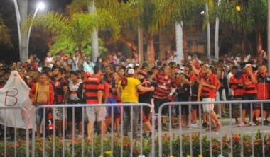 Un grupo de hinchas de Flamengo generó disturbios en la puerta del hotel donde se aloja Independiente en Brasil.