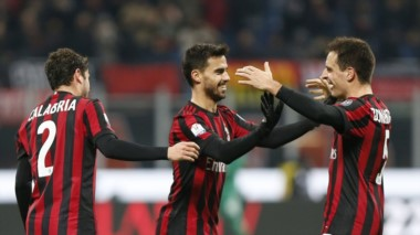 Milan goleó a Hellas Verona y se metió en cuartos de final.