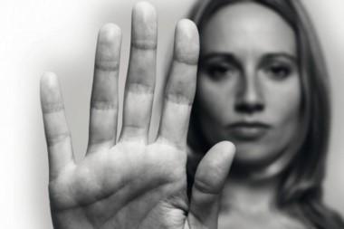 Las empresas de teléfonos celulares agregaron a la lista de números gratuitos a la línea 144, destinada a la contención de mujeres que sufren violencia de género.