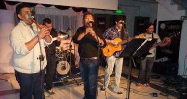 "La Peña folclórica de Miscelánea Club en Trelew presenta la música latinoamericana de  ""D- Abra Pampa""."