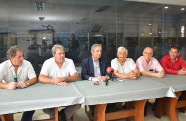 La conferencia en el TTC, con Armando Cervone en el centro, Nélida Dos Santos a su lado y Jorge Real.