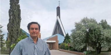 El padre Pedro deja la parroquia tras siete años. Fue destinado a Fortín Mercedes. Hoy será un día de inauguración para su comunidad.