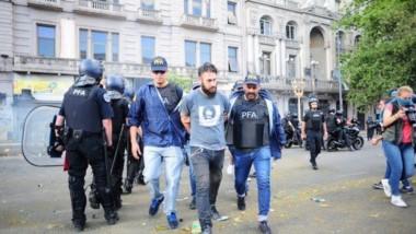Reforma previsional: Bonadio firmó la excarcelación de 11 detenidos por los incidentes en la zona del Congreso. (Foto: Clarín).