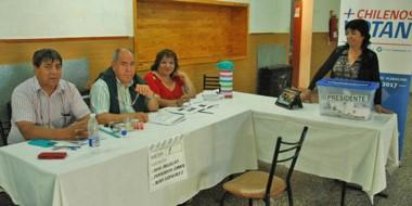 Residentes chilenos en Trelew  votaron en la mesa dispuesta en el Centro. Fue en comicio presidencial.