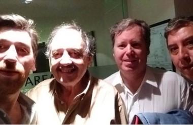 Sonrisas. Desde la izquierda, Vera, Ricardo Alfonsín y Lizurume, en una postal del plenario del Comité.