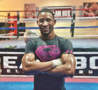 De Cuba a la Patagonia. Scull debutará boxeando en su ciudad adoptiva. El viernes peleará en el Municipal.
