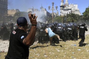 Medio centenar de detenidos por los incidentes en el Congreso, y denuncias cruzadas en Comodoro Py.