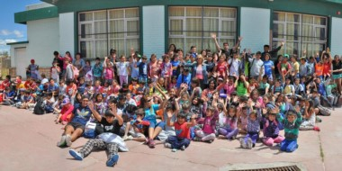 Una multitud. Cientos de chicos participan de las colonias de verano de la Municipalidad de Rawson.