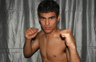 """Puños arriba. """"Pachu"""" Castillo, de Rawson, peleará en el combate de semifondo contra Leonardo Amitrano."""