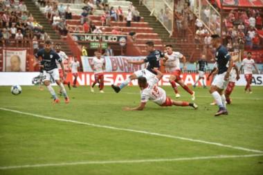 Temperley llegó a la igualdad cuando parecía que Argentinos se encaminaba a liquidar el partido.