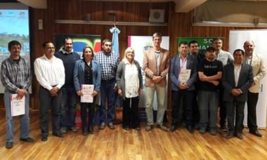 Representantes de municipios cordilleranos que firmaron el acuerdo.