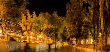 El pueblo de las norias, de noche.