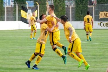 Blas Tapparello, a los 16 minutos del complemento, marcó el tanto de la victoria para Deportivo Madryn.