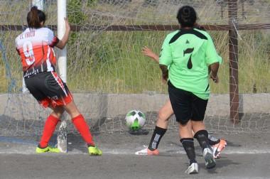 """El """"Tricolor"""" portuario , vigente campeón, pulverizó a Los Aromos en Trelew con un concluyente 10-0."""