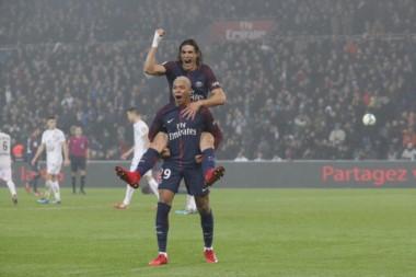 El uruguayo Cavani, otra vez, marcó en el triunfo del PSG.