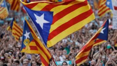 Independentistas catalanes obtienen mayoría absoluta en las elecciones parlamentarias regionales.