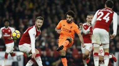 Arsenal convirtió los tres goles en cinco minutos para remontar un 0-2.
