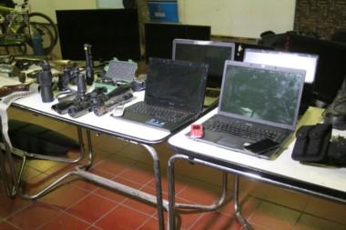 También fueron incautados varias notebooks y otros equipos electrónicos.