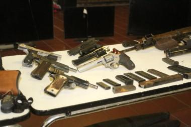 Armas de todo tipo de calibre había en la finca de Espiasse.