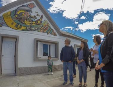 El mural resume las actividades productivas y turísticas.