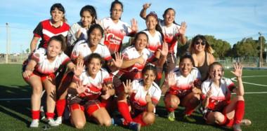 Como lo indican sus manos, seis títulos consecutivos llevan ganados estas jugadoras: cuatro fueron con Barraca Central y dos con Alumni.