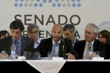El ministro, en la reunión de hoy, junto al senador Esteban Bullrich y el ex presidente Federico Pinedo...