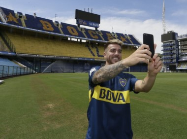 La sonrisa de Buffarini con la camiseta de Boca.
