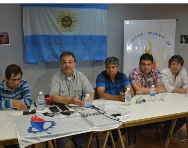Rogelio González junto a la Comisión Directiva del Sindicato de Luz y Fuerza anuncian las medidas de fuerza.