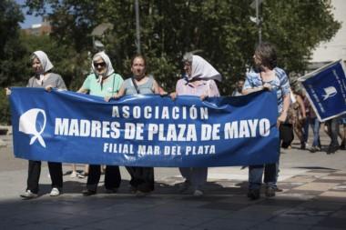 La asociación de Madres de Plaza de Mayo filial Mar del Plata, repudiaron hoy la decisión de la Justicia de concederle el beneficio al genocida.