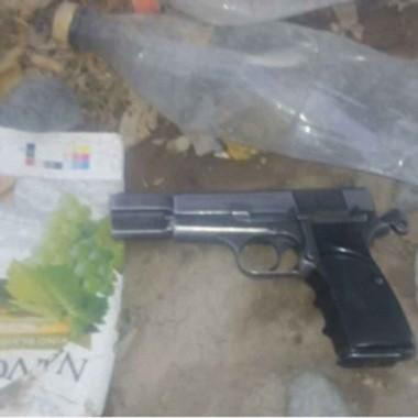 El adolescente aprehendido contaba con una pistola 9 mm. limada.