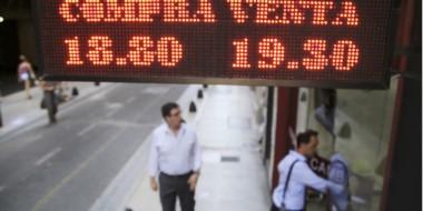 Tras los anuncios de la mañana, la moneda estadounidense escaló 68 centavos de un tirón.