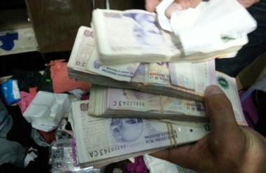 En los allanamientos en el conurbano bonaerense se incautó dinero en efectivo, celulares y automóviles.
