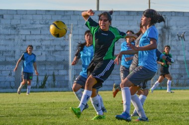Johana Barrera, jugadora de Boca y mejor futbolista de Chubut,  jugó el Nacional 2014, que se disputó aquí.