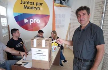 Ganador. Laudonio durante el momento de su sufragio en la sede partidaria de Puerto Madryn.