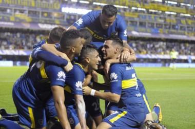 Sin un gran juego, Boca volvió a la cima tras imponerse ante Arsenal.