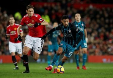 Manchester United empata sin goles, en casa, con Southampton, y permite que Chelsea tome el lugar de escolta en la Premier League.