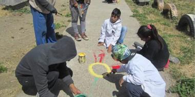 La actividad convocó a niños y adultos mayores que compartieron con igual entusiasmo las tareas.